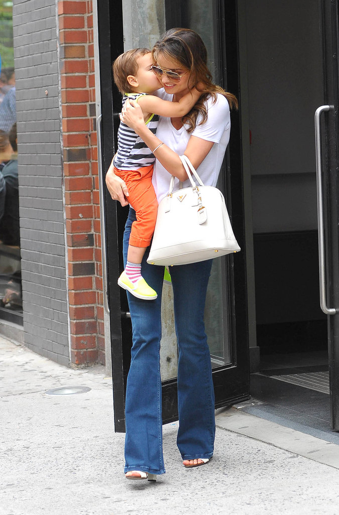 With Flynn in tow making her look even sweeter, Miranda hit the streets in a classic white tee and jeans combo.