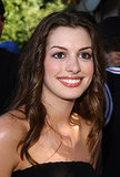 A fresh-faced Anne Hathaway sported glossy lips at the 2001 Teen Choice Awards.