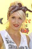 Always one to embrace the rockabilly aesthetic, Gwen Stefani swept a red lipstick on and tied her hair in a sexy bandanna at the 2005 awards.