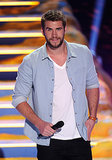 Liam Hemsworth took the mic at the Teen Choice Awards.