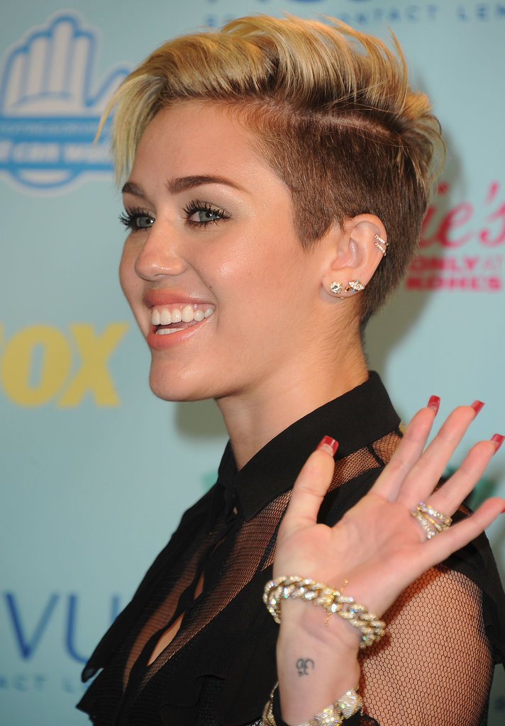 Miley Cyrus gave a wave in the Teen Choice Awards press room.