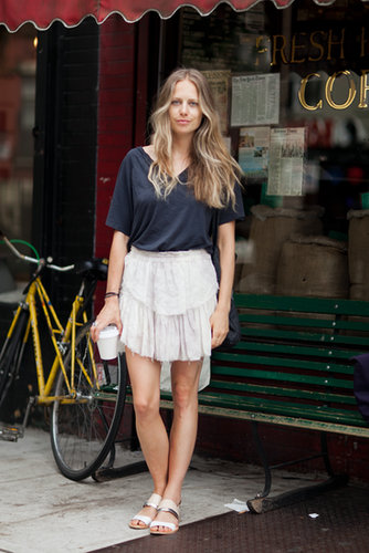 All we need for a hot day in the city? A sweet skirt and our favorite tee.  Source: Le 21ème | Adam Katz Sinding