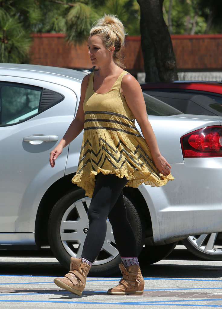 """Spiritual Gangster"" Britney Spears Smiles For a Shopping Trip"