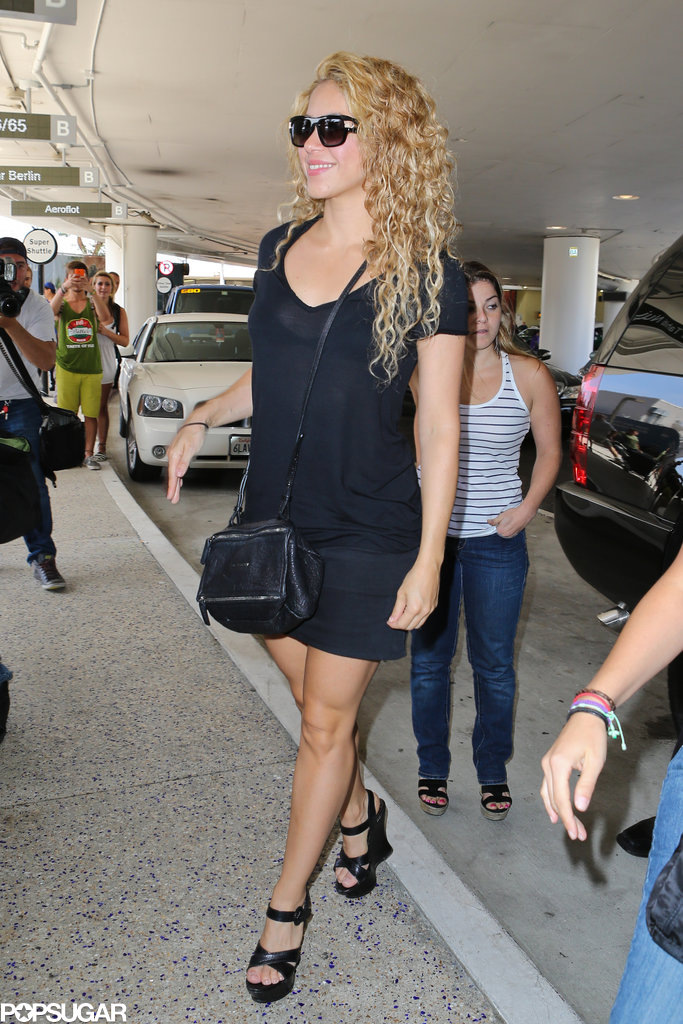 Shakira made her way through LAX on Thursday.