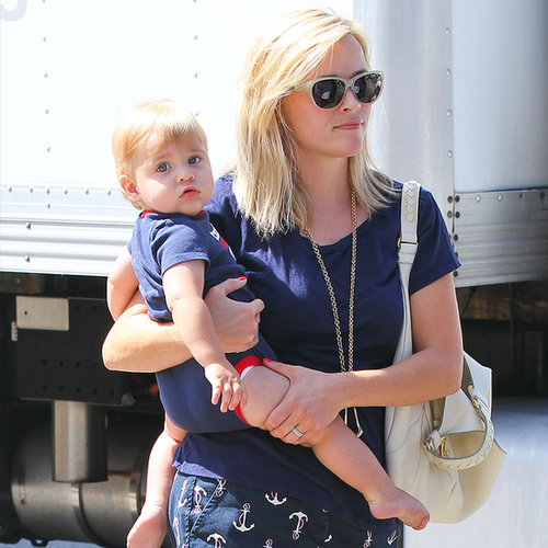 Reese Witherspoon and Tennessee Toth at a Toy Store