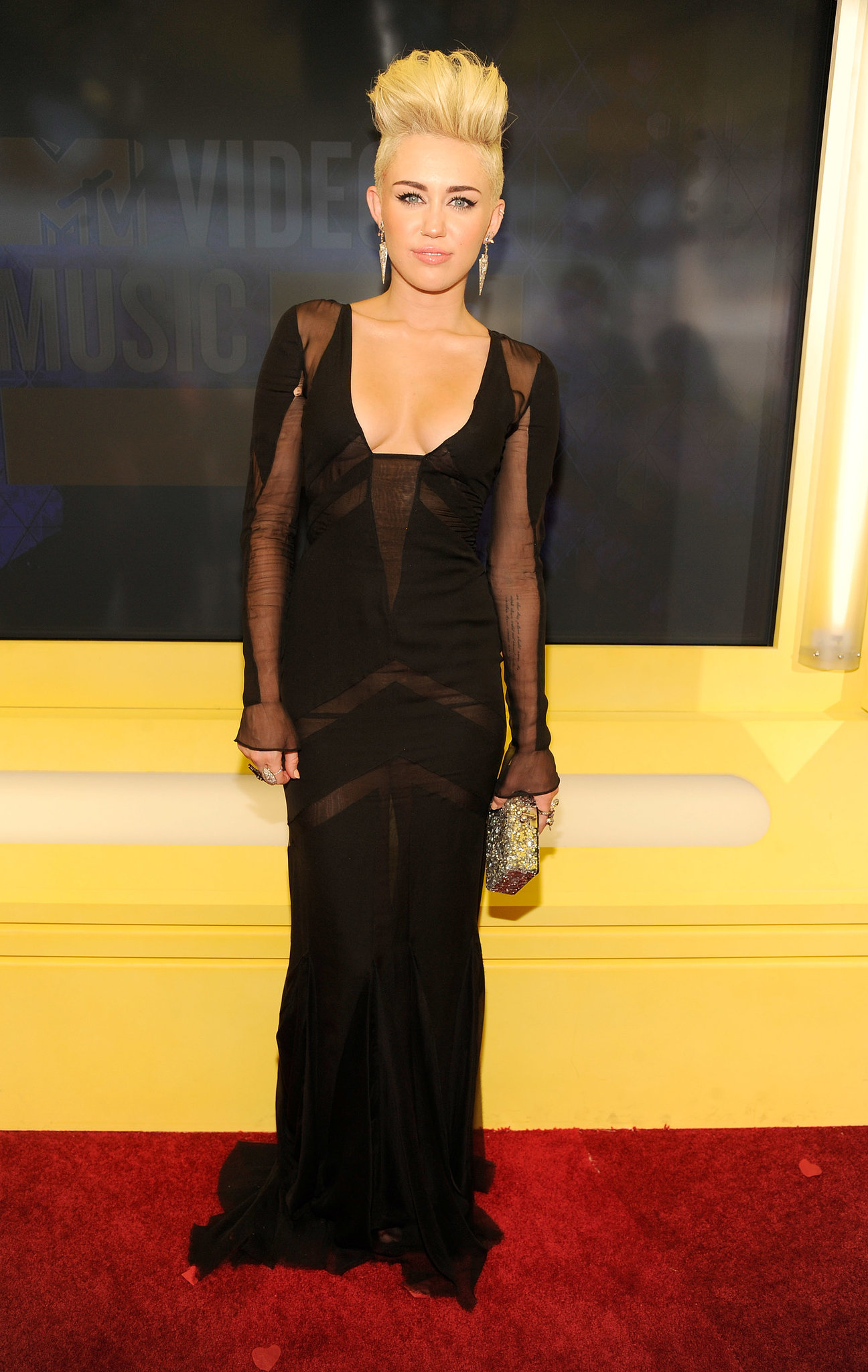 Miley Cyrus wore a sexy black frock at the 2012 VMAs.