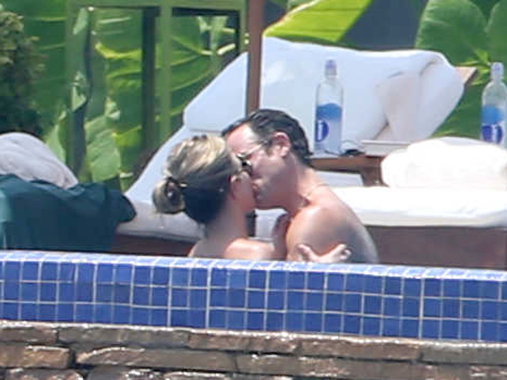 Jennifer Aniston gave fiancé Justin Theroux a steamy kiss in the jacuzzi during their Mexican getaway in August 2013.