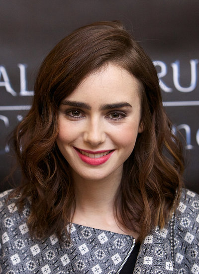 The waves were back on the Chicago leg of The Mortal Instruments' mall tour, but Lily opted for a brighter pink lipstick hue and lavender shadow on her eyes.