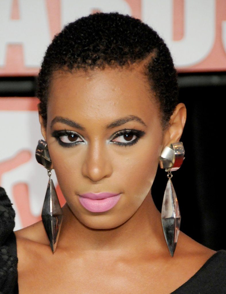 Now, Solange Knowles is known for her voluminous Afro, but it was at the 2009 VMAs that she debuted this short, natural crop.