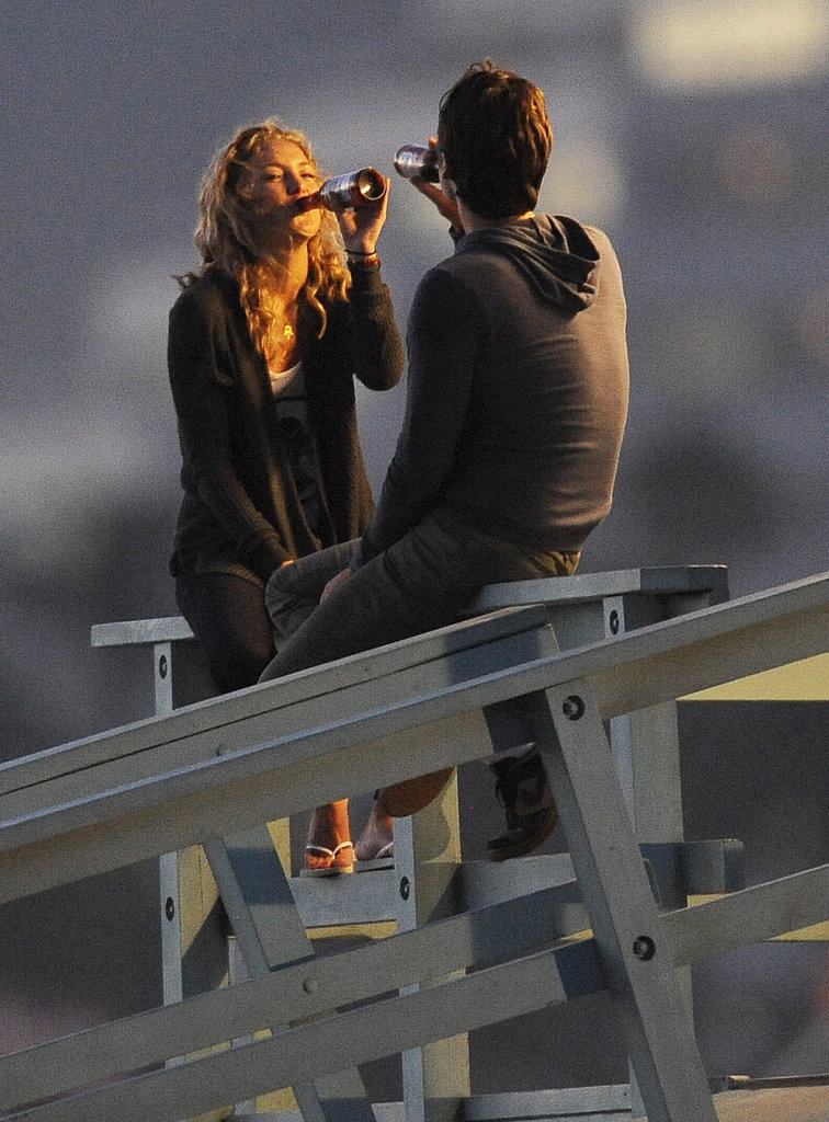Kate Hudson and Zach Braff drank beer on set.