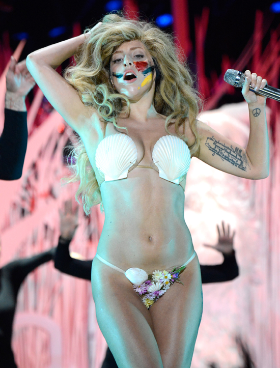 http://media1.onsugar.com/files/2013/08/25/126/n/1922564/d228b27cf797616d_0-gaga5.jpg