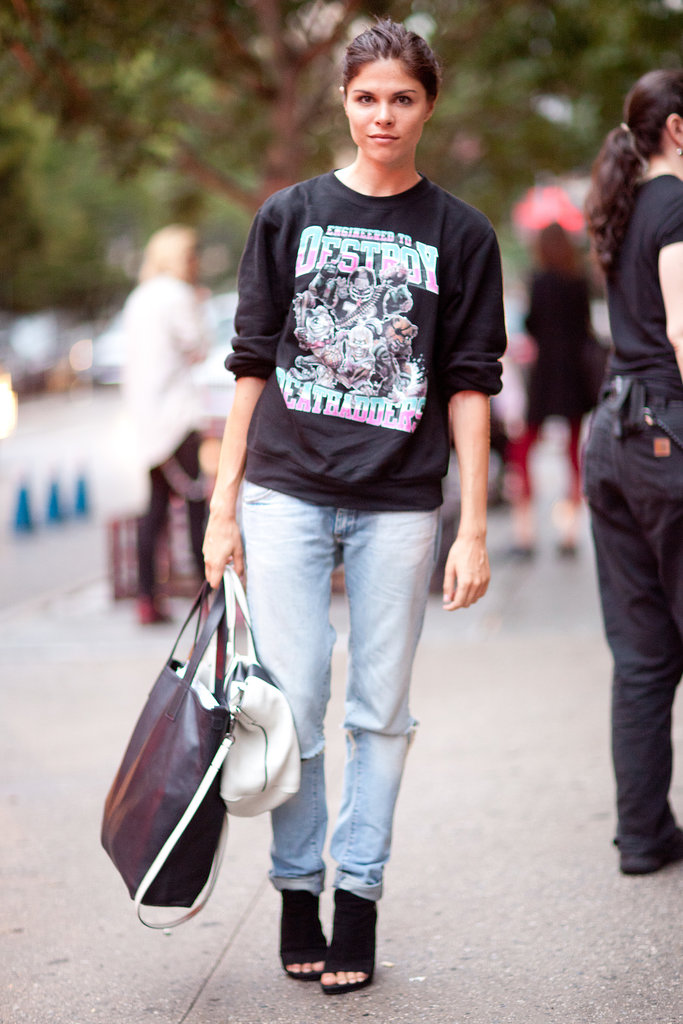 Worn-in jeans pair perfectly with an equally worn-in vintage tee — Emily Weiss is the proof.  Source: Le 21ème | Adam Katz Sinding