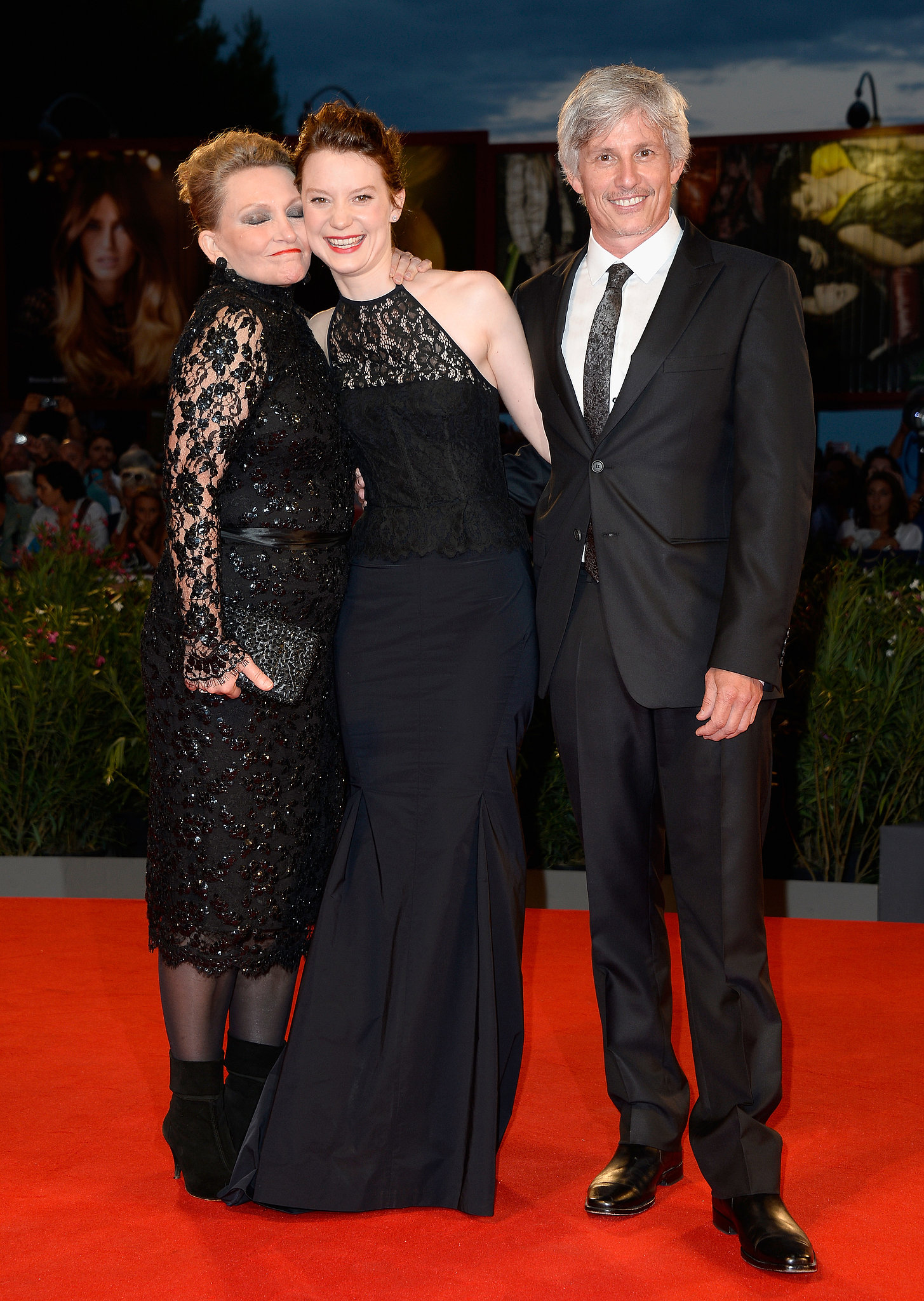 Mia Wasikowska posed with actress Robyn Davidson and director John Curran at the red carpet premiere of Tracks.