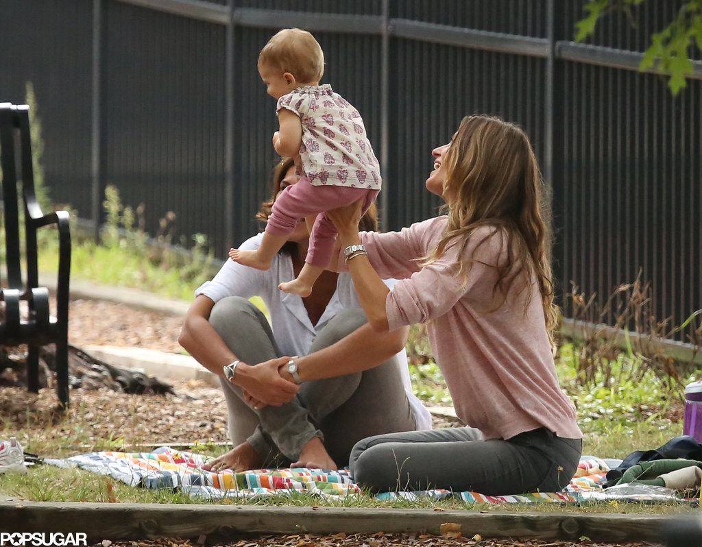 Gisele Bündchen played with her daughter at the park.