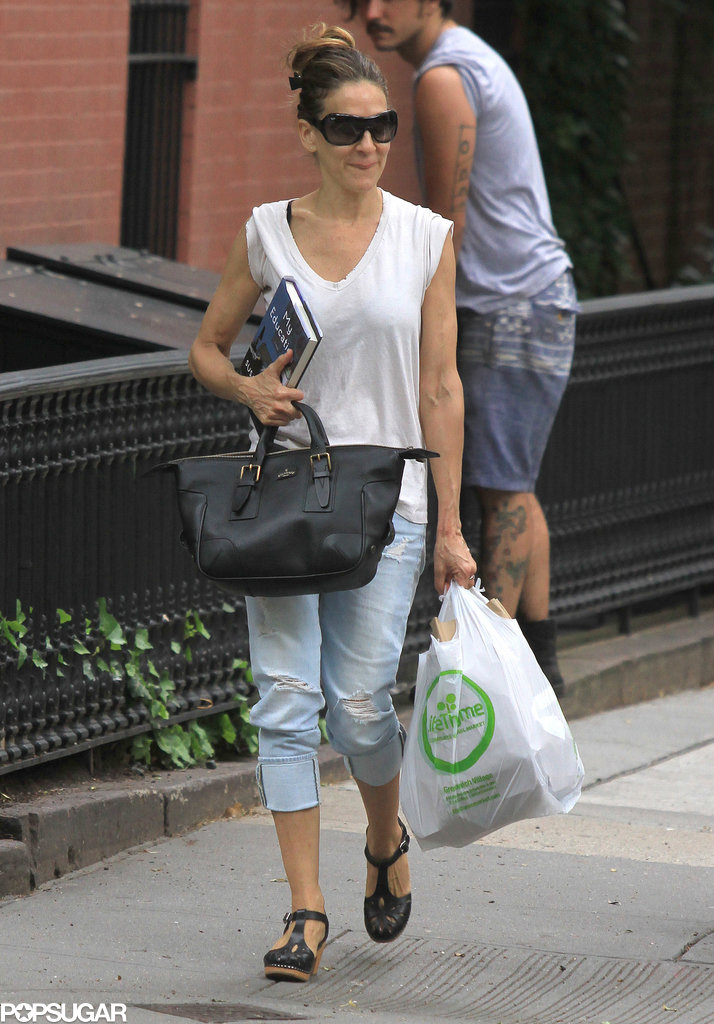 Sarah Jessica Parker balanced a book and groceries while running errands around NYC in June 2013.