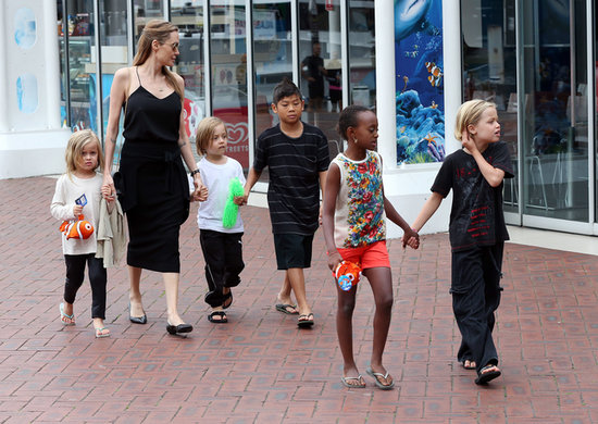 Angelina Jolie Takes the Kids to Sydney Aquarium!