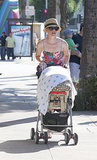 Elizabeth Banks walked around LA with Magnus.