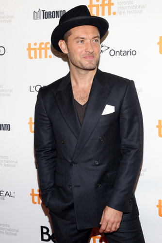 Jude Law wore a top hat for the premiere of Don Hemingway.