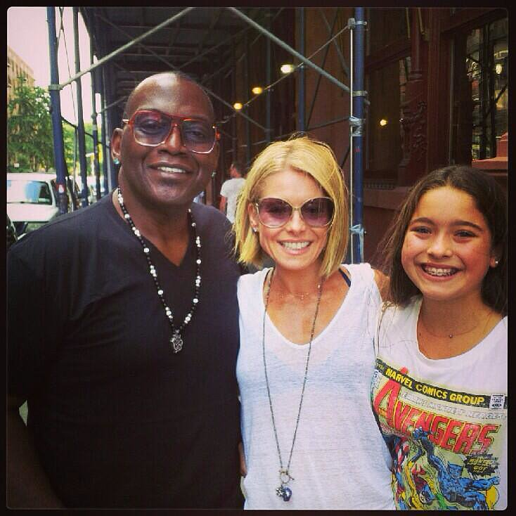 Randy Jackson couldn't help but ask for a picture with Kelly Ripa and Lola Consuelos when they ran into each other on the street.  Source: Twitter user KellyRipa