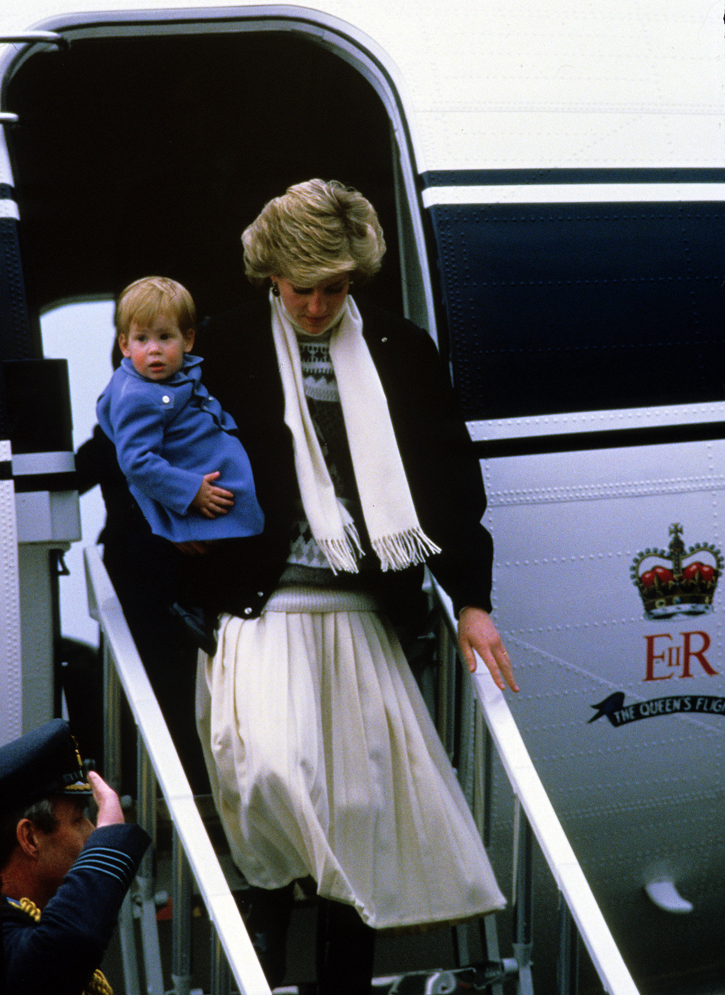 Prince Harry caught a lift from mom Diana at the airport in Scotland in 1986.