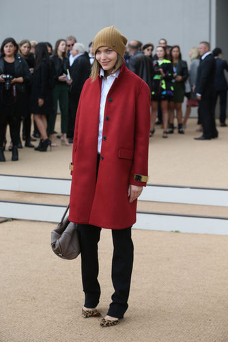 Arizona Muse kept cozy in a seasonal palette outside Burberry's Spring runway show.