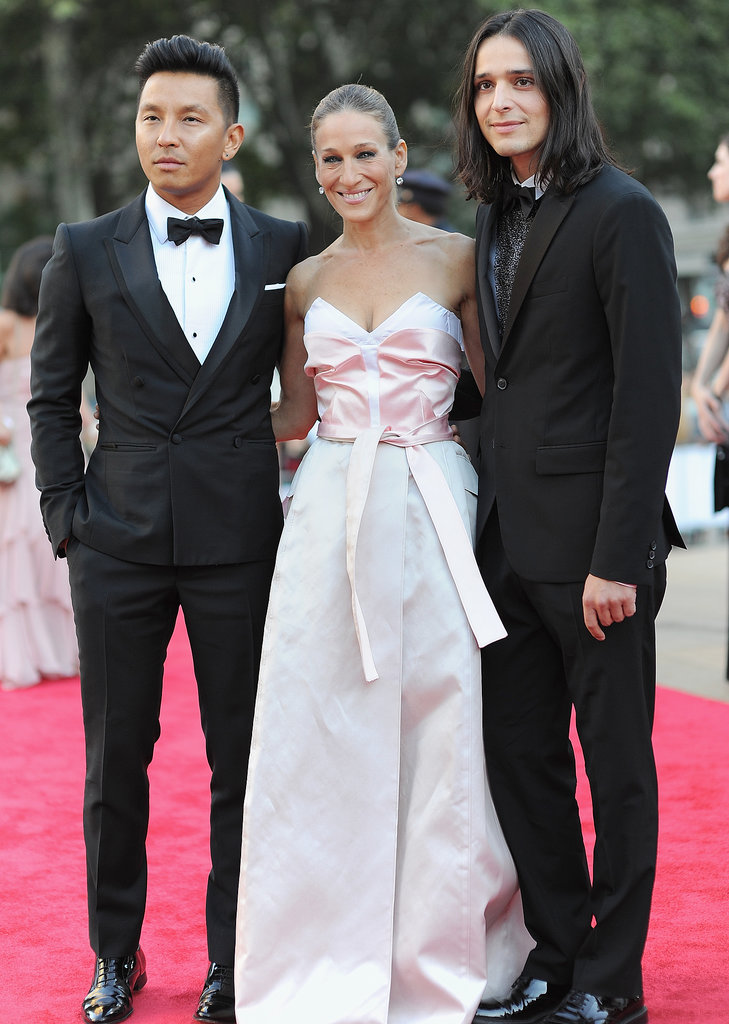 Sarah Jessica Parker posed with her dress designers, Prabal Gurung and Olivier Theyskens, at the New York City Ballet 2013 Fall Gala.