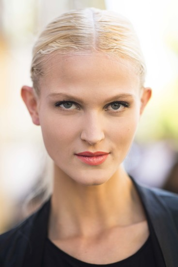 The combination of a low ponytail and bright lipstick is fun and flirty.