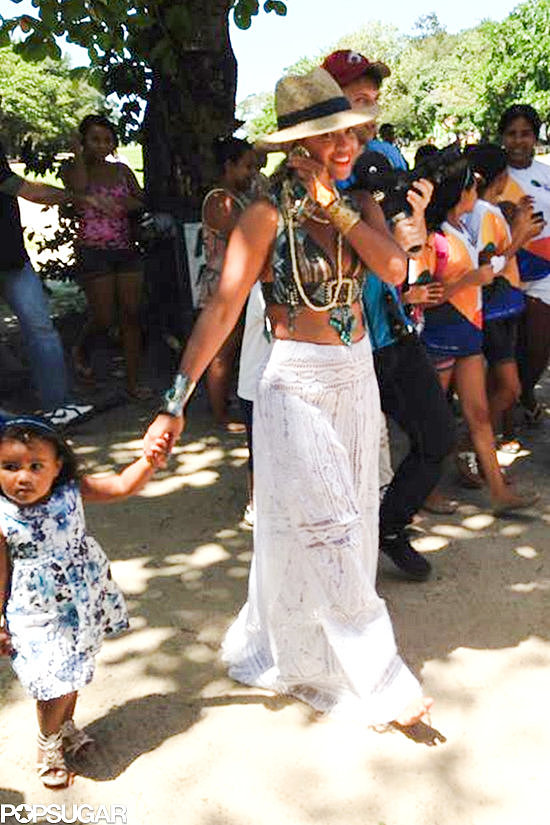 Beyoncé melted our hearts with an adorable public school visit in Brazil on Tuesday.