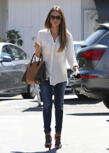Jessica Alba kept it classic in a white Bella Dahl blouse and cool in ripped skinny denim, then added a major dose of luxe with