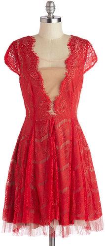 Ryu Elegant in Lace Dress