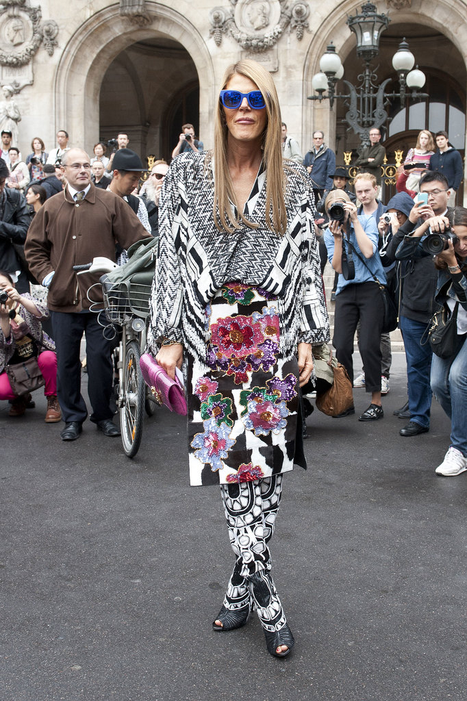 http://media1.onsugar.com/files/2013/10/01/704/n/1922564/d699b7d657ddcc7b_Paris_str_RS14_4428.xxxlarge/i/Anna-Dello-Russo-knows-how-draw-crowd.jpg