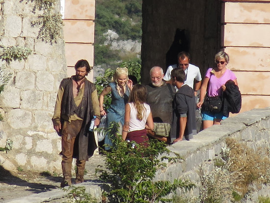 Game of Thrones Season 4 Sneak Peek: See Emilia Clarke on Set!