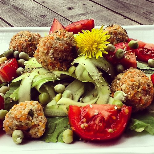 "Raw Zucchini ""Fakettuccine"" and Veggie-Balls"