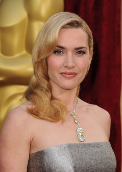 Kate stunned at the 2010 Oscars in a vintage hairstyle and classic makeup.