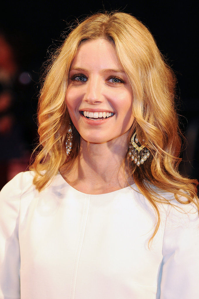British beauty Annabelle Wallis was on the red carpet for the Hello Carter screening opting for waves and a gold shimmer on her eyes.