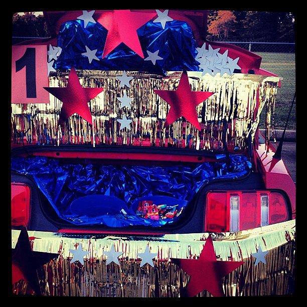 Talk about sparkles — there's no way you'd miss this Wonder Woman trunk.  Source: Instagram user hannahhopeinhim