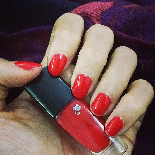Lucky editor in chief Eva Chen showed off her flawless DIY manicure. Source: Instagram user evachen212