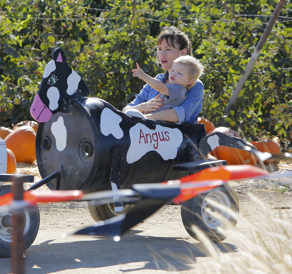 Jennifer Garner took Samuel to a pumpkin patch in Simi Valley, CA.