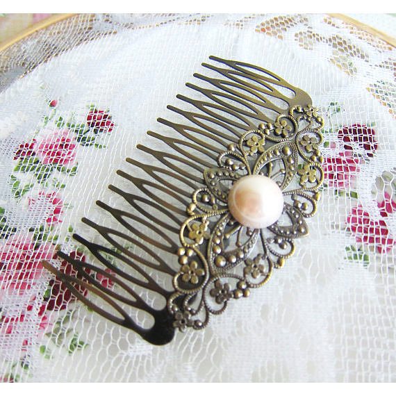 How gorgeous is this delicate, vintage pearl hair comb ($20)?