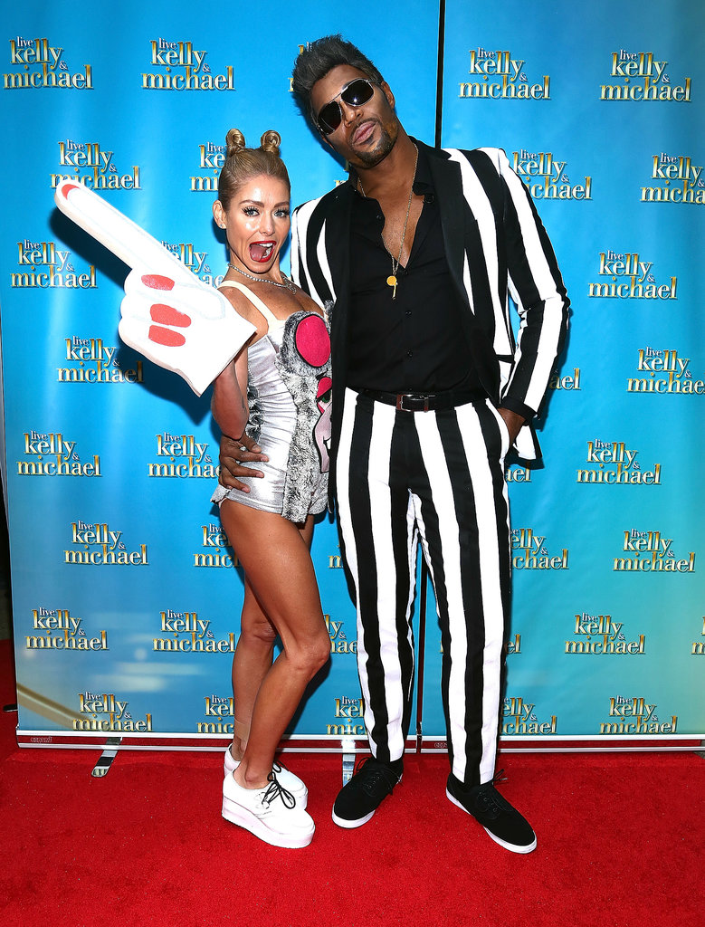 Miley Cyrus and Robin Thicke Kelly Ripa and Michael Strahan did their best impression of Miley Cyrus and Robin Thicke.