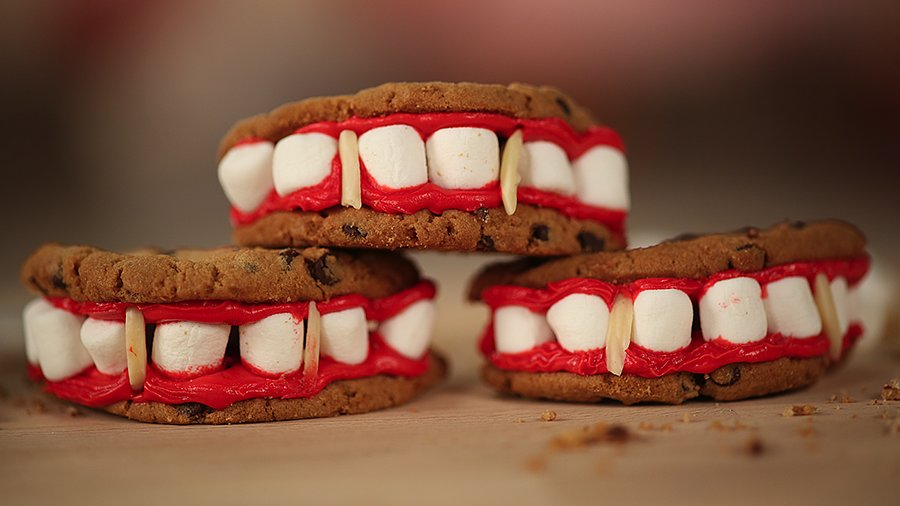Vampire Diaries-Themed Fang Cookies