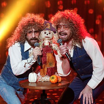"Jason Schwartzman and Jimmy Fallon Sing ""Mr. Scarecrow"""