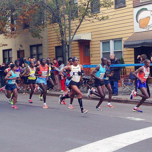 An early shot of the men's lead pack. They stuck together as a group until mile 20. Source: Instagram user fredgoris