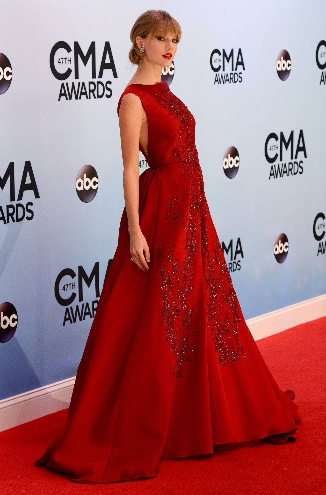 Taylor Swift wore a red ball gown to the CMAs. | Taylor Swift Has Huge ...
