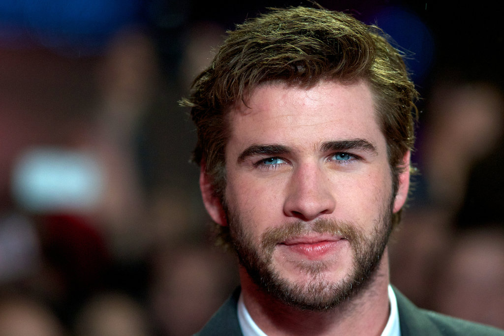 Liam Hemsworth walked down the red carpet.
