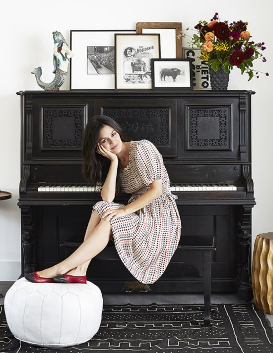 Rachel bilson and hayden christensen 39 s home pictures for Where to put a piano in a small house
