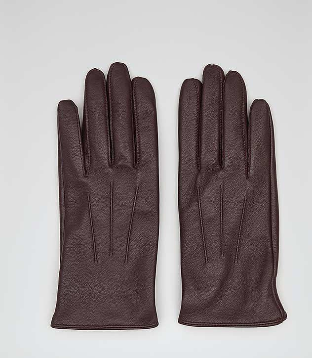 Reiss Lyla Stich Detail Leather Gloves ($105)Kate Middleton is a big Reiss fan. She's donned the designer to meet First Lady Michelle Obama and for her official engagement portrait, after all. We imagine she'd love to wear these delicate leather gloves from the British brand during a cold, wintertime appearance.