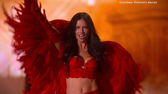 Victoria's Secret Moms Rock the Runway