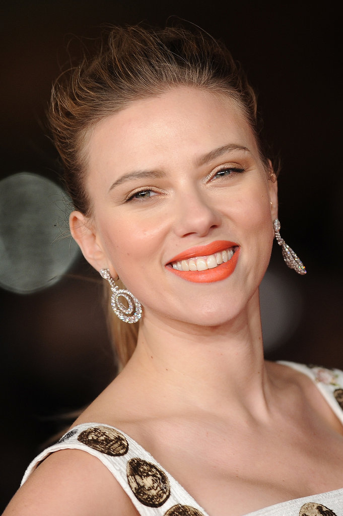 Scarlett Johansson showed us that orange lipstick is still a great choice even when the temperatures drop.