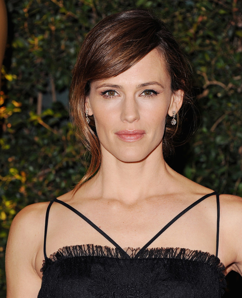 At the Governors Awards, Jennifer Garner wore her hair in an updo with a face-framing tendril. She kept her makeup sweet with a subtle cat eye and glossy lips.